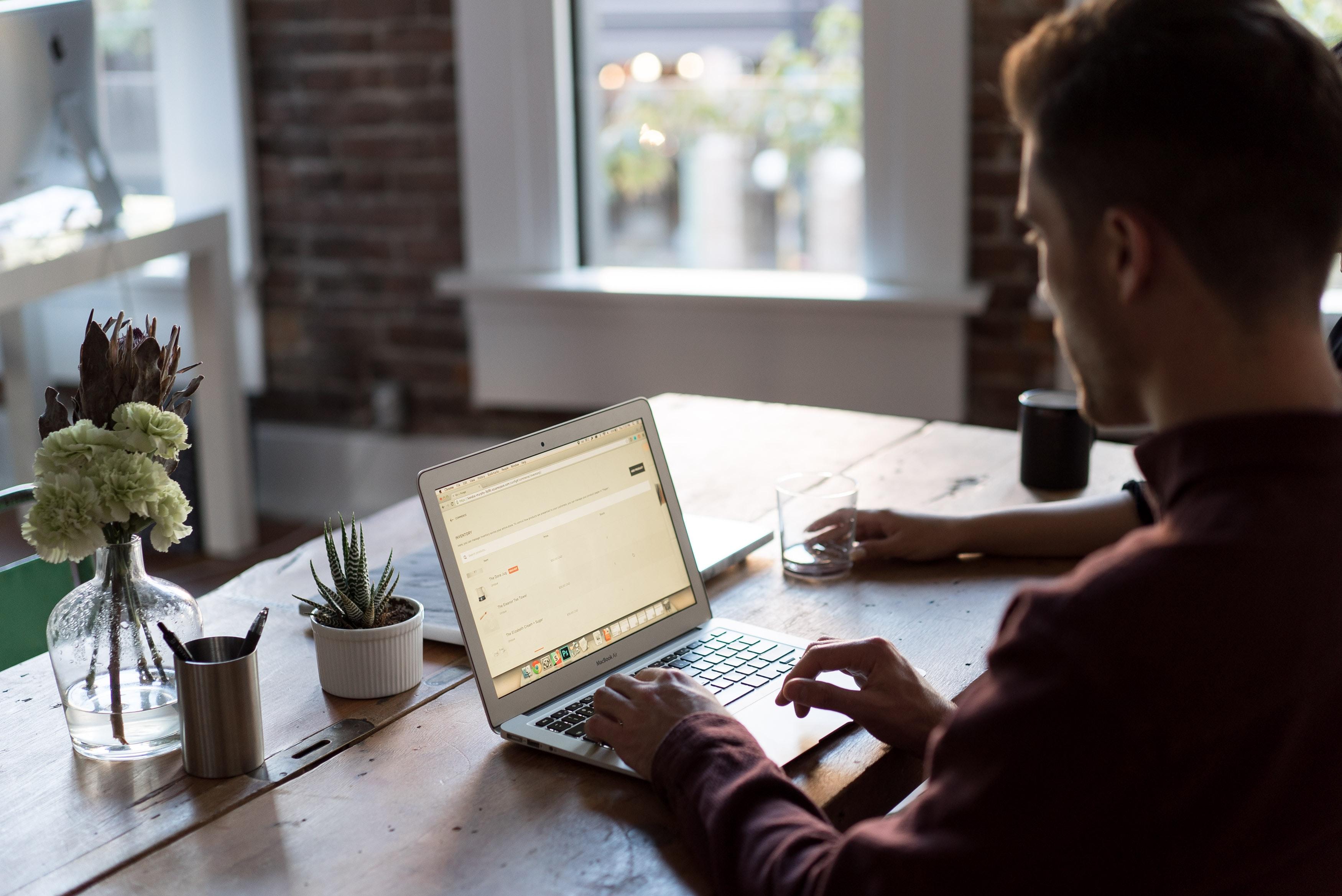 bench accounting C3V88BOoRoM unsplash - Nueva normalidad y digitalización